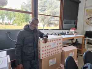 Départ de Francis Bokossa de BLOOLAB(COTONOU) après un séjour au FABLAB pour une formation